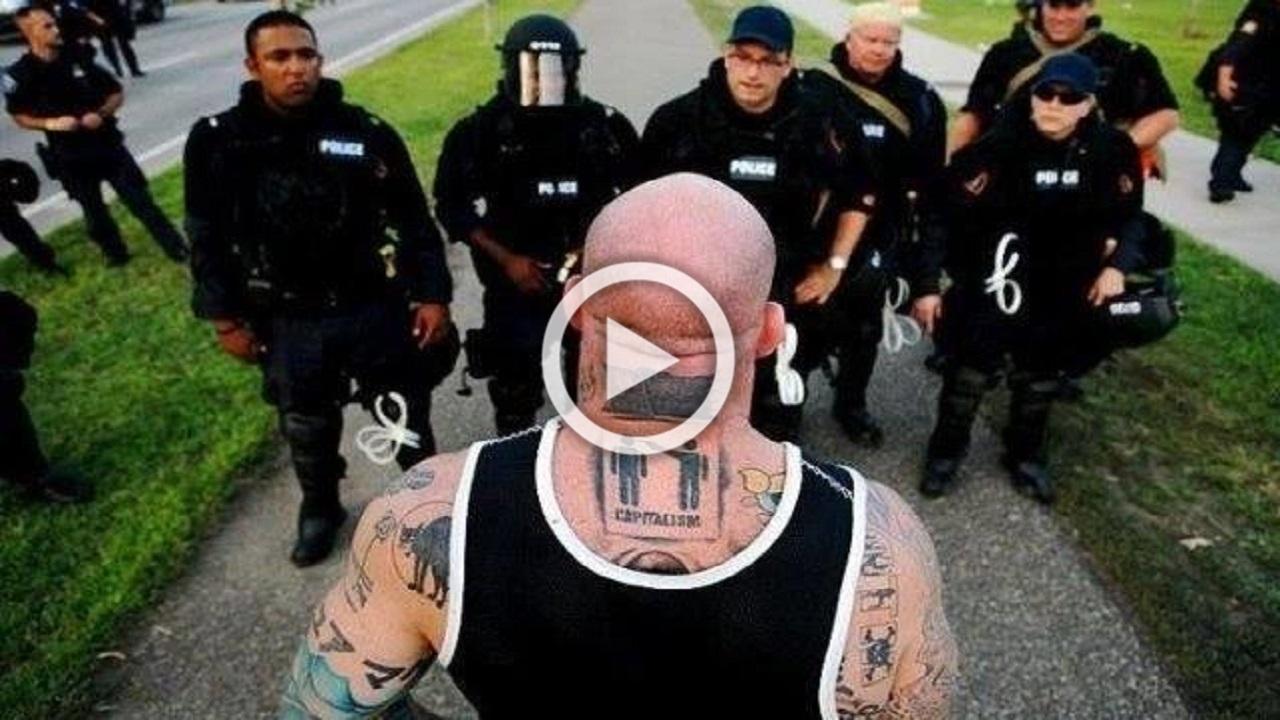 Niciodată, dar NiciodatĂ nu te pune cu poliția din America. Acest videoclip îți va arăta motivul!