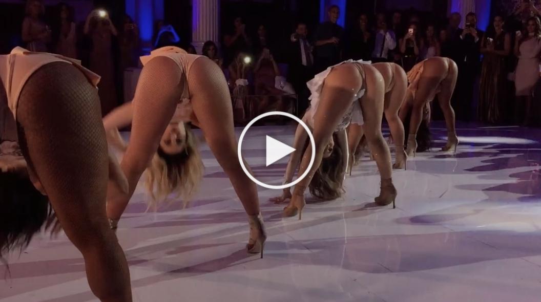 O mireasa se rupe in figuri pe ringul de dans alaturi de cateva dansatoare.. Mirele a ramas fara cuvinte - VIDEO